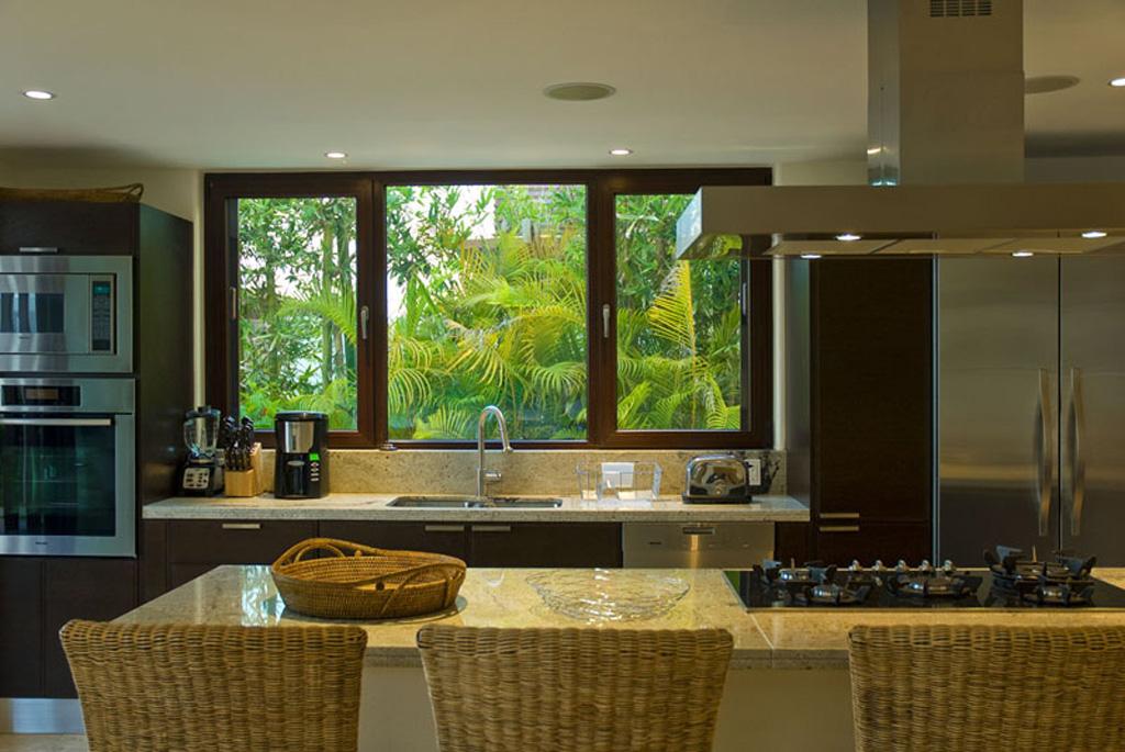 Zen casita 4 at porta fortuna punta mita real estate and for Finestra in cucina